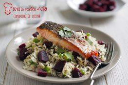 salmon con ensalada y arroz