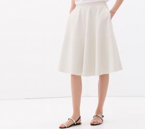 Aprende a llevar la falda midi este verano