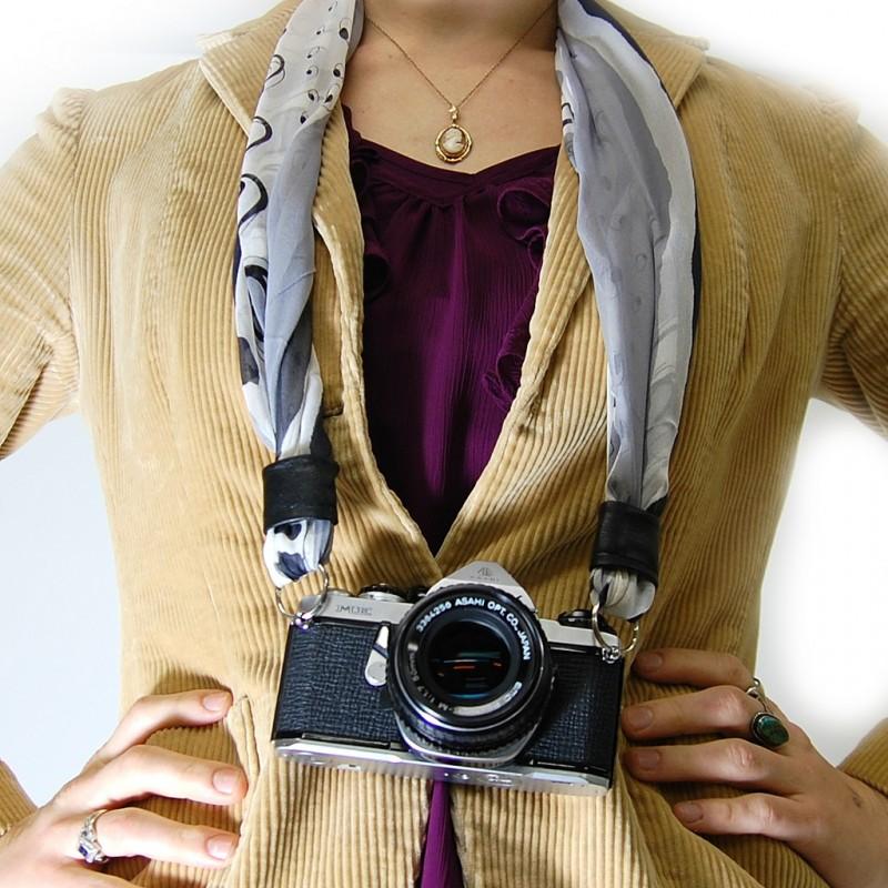 correa para cámara hecha con un pañuelo
