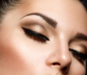 Cómo lograr que tu eyeliner quede recto