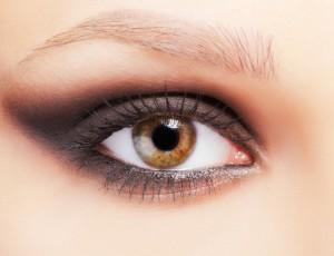 Cómo llevar un smokey eye durante el día