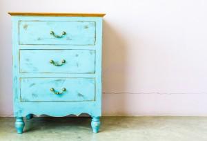 Cambia el estilo de tus muebles con pintura