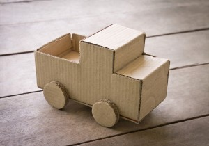 Construye juguetes con cajas de cartón