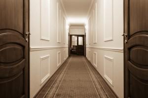 Cómo dar vida a los pasillos estrechos
