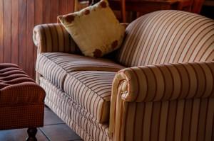 Cómo tapizar un sofá en casa