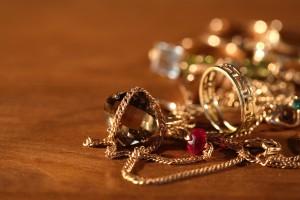 Cómo limpiar joyería de oro