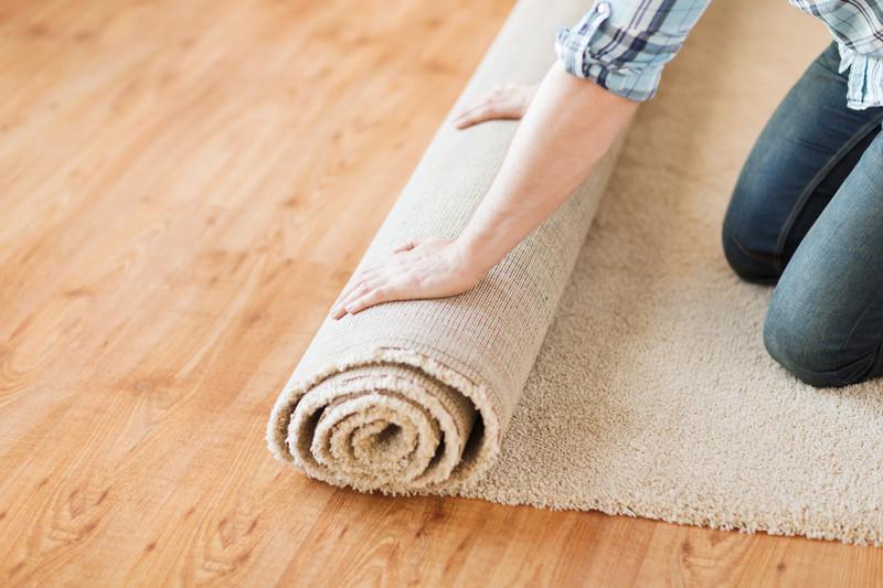 Limpiar y desinfectar alfombras con sal