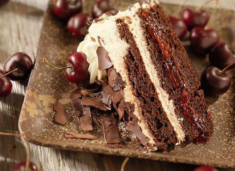porción tarta selva negra