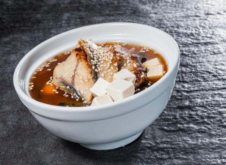 Sopa miso con pez espada
