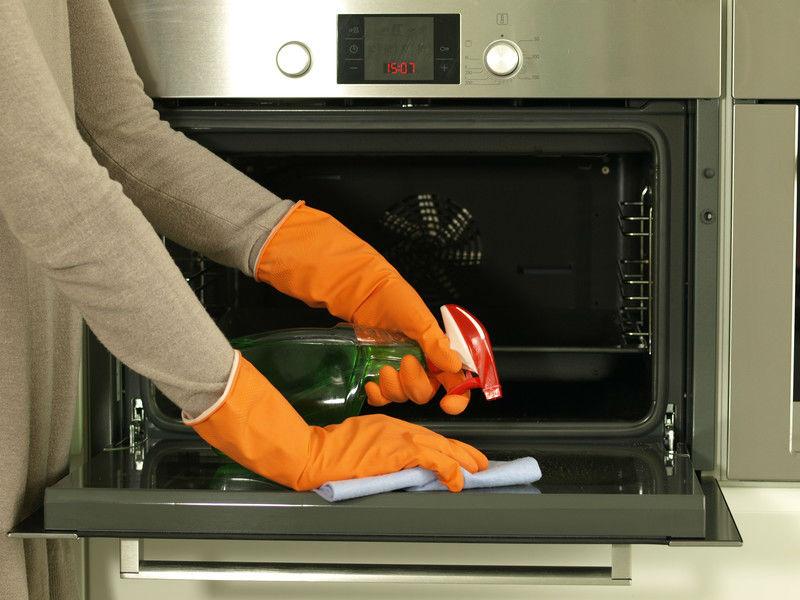 Trucos para limpiar el horno