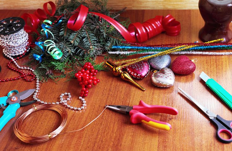Decoración navideña en familia