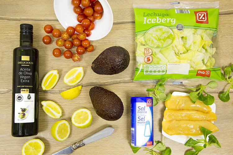 Ingredientes de ensalada de pollo y aguacate