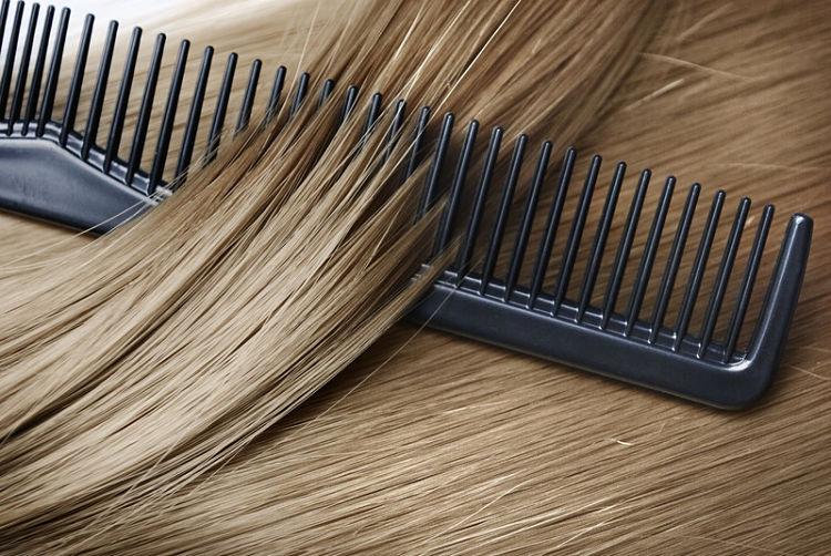 peinar el pelo