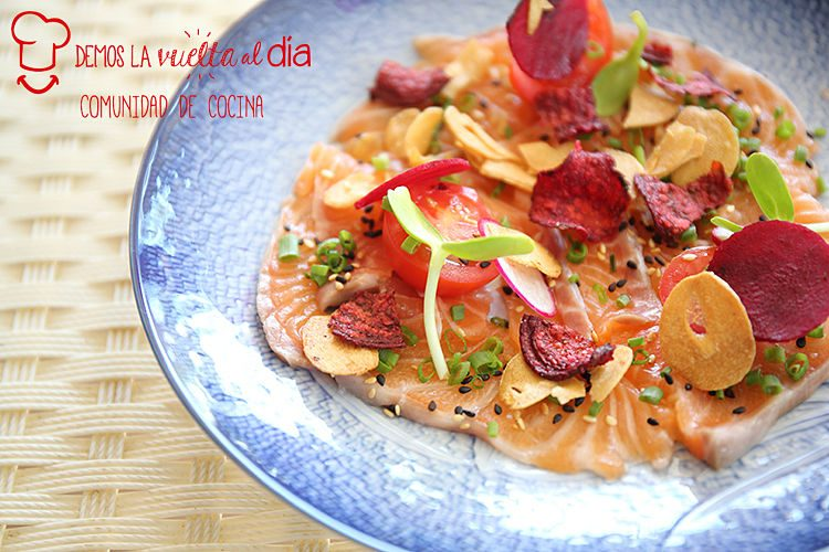 Carpaccio de salmón con chips de verduras