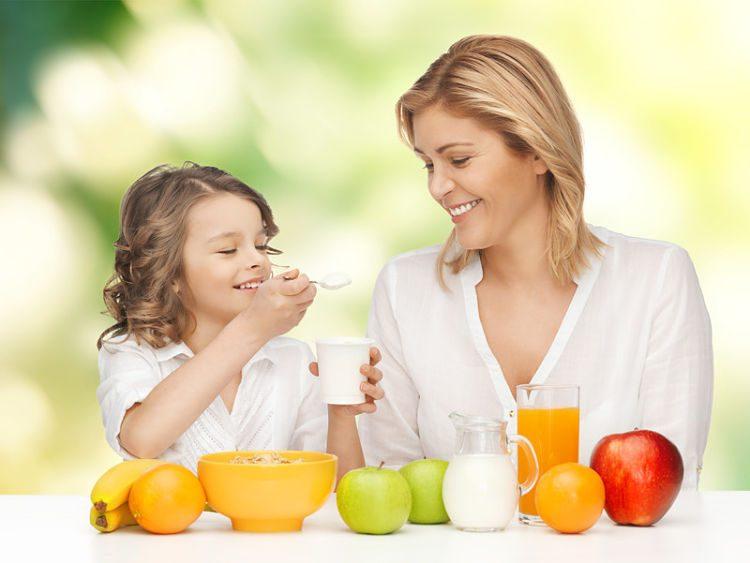 ¿Cuáles son los mejores alimentos para la merienda de mi hijo?