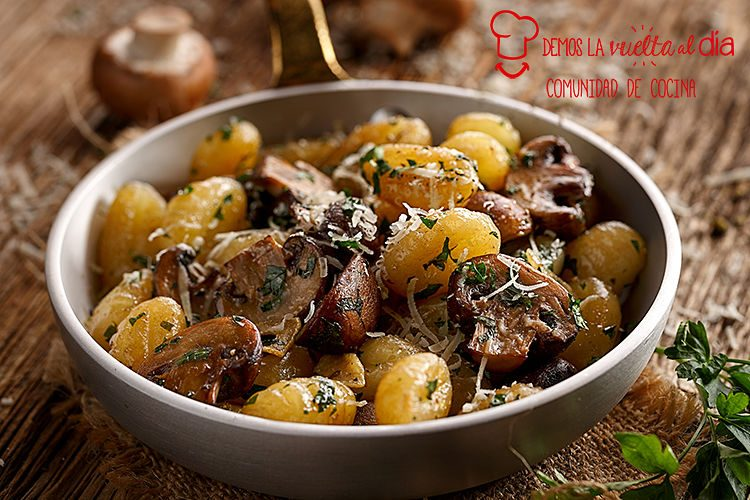 Ñoquis de patata con champiñones
