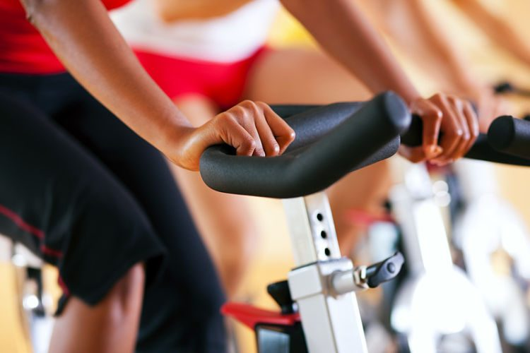 ¿Se puede hacer spinning con una bici estática?