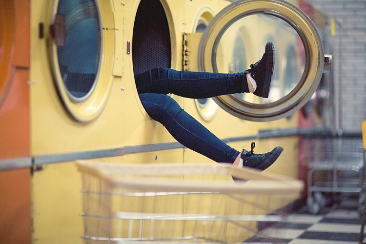 Mi lavadora huele mal, ¿qué puedo hacer?