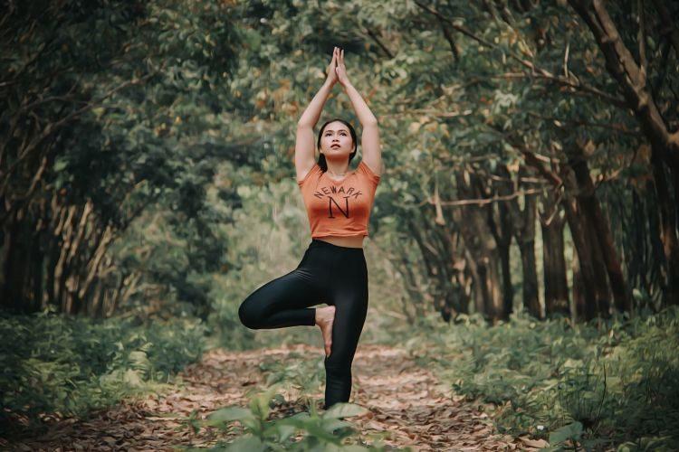 Clases de Yoga: empieza el año haciendo el saludo al sol