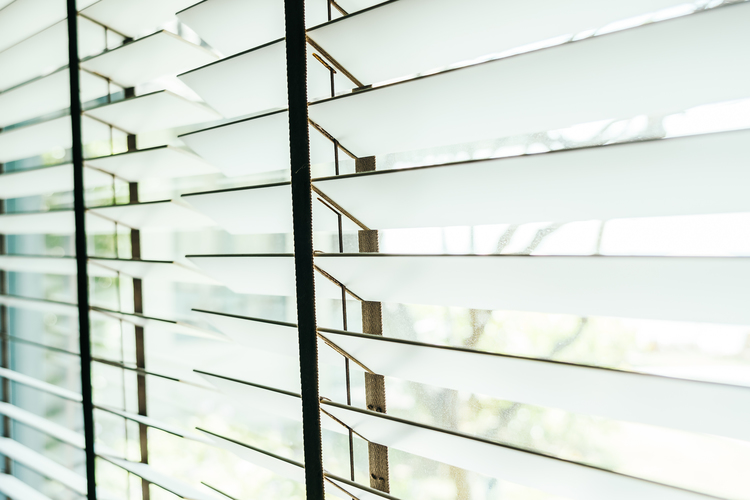 Trucos y tips para arreglar una persiana descolgada