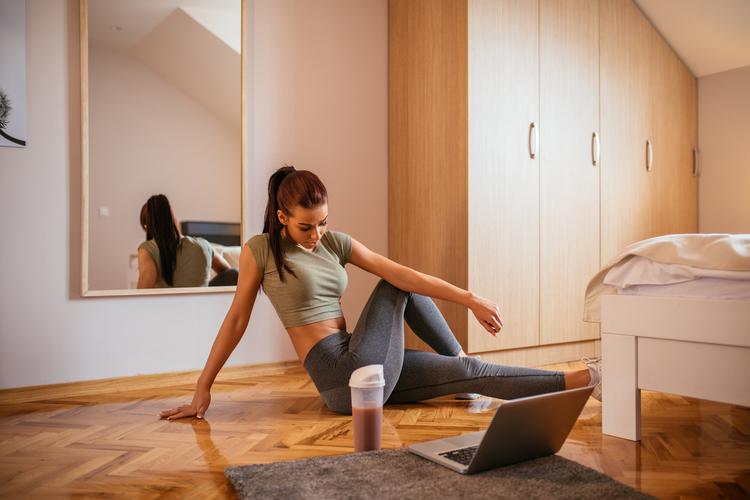 Rutina de ejercicios en casa para los días lluviosos