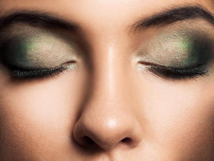 Apunta estas técnicas de maquillaje de ojos ahumados