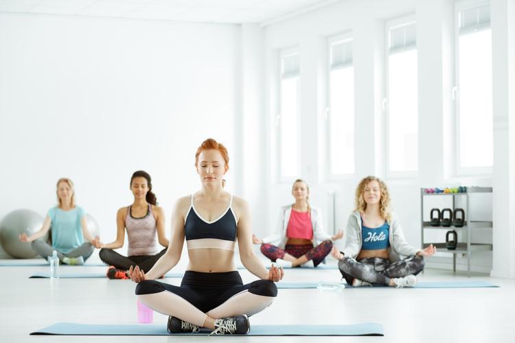 Los beneficios del yoga según la postura elegida