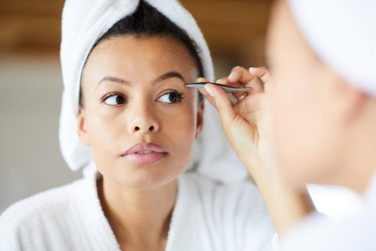 como depilar cejas