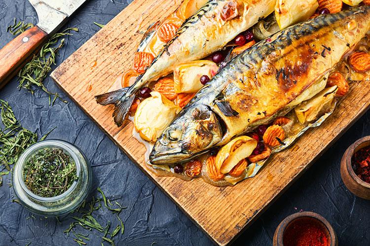 Receta riquísima de caballa al horno con patatas y verduras
