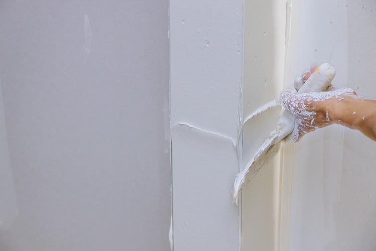 Cómo emplastecer una pared para poder pintar